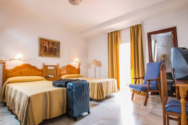Double room plus extra bed (3 adult) Abades Loja 3* Hotel in Loja
