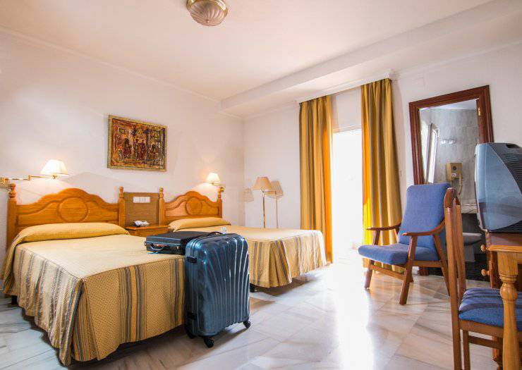 Double room plus extra bed (3 adult) abades loja 3* hotel