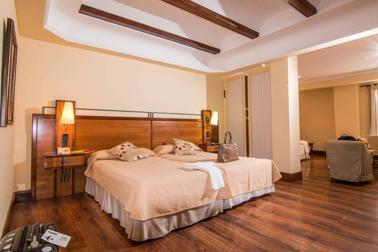 Junior suite hotel abades guadix 4*