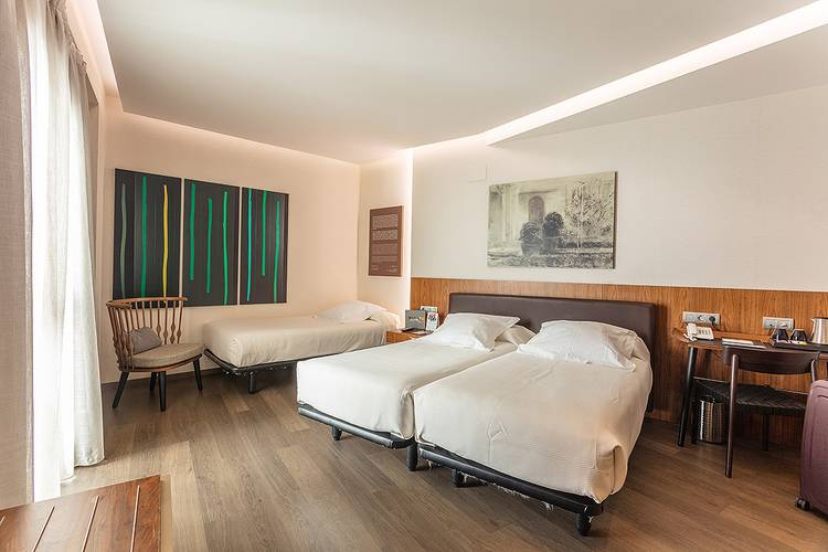 Double room plus extra bed (2 adult + 1 child) abades recogidas 4* hotel granada