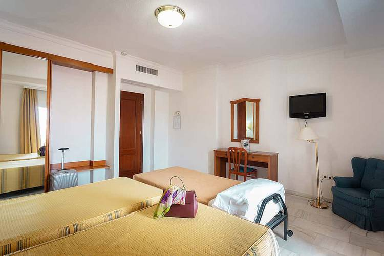 Double room plus extra bed (2 adult + 1 child) abades loja 3* hotel