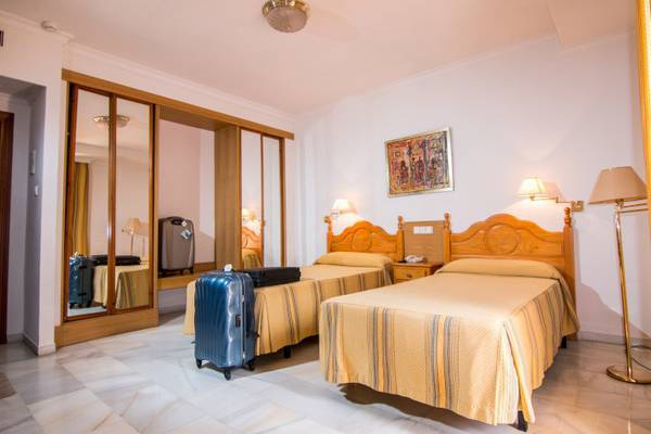 Double room plus 2 extra bed (2 adult + 2 children) Abades Loja 3* Hotel in Loja