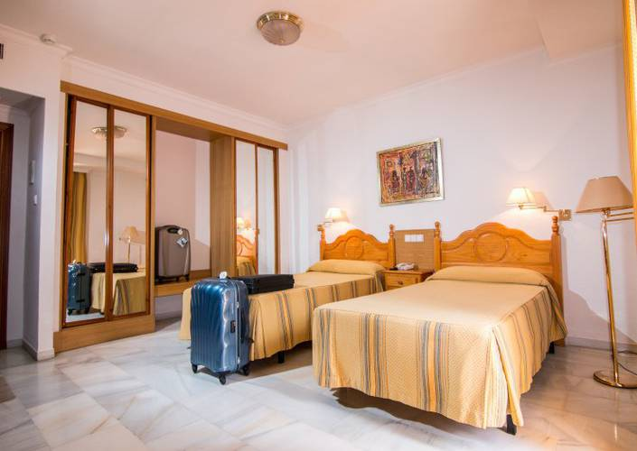 Double room plus 2 extra bed (2 adult + 2 children) abades loja 3* hotel